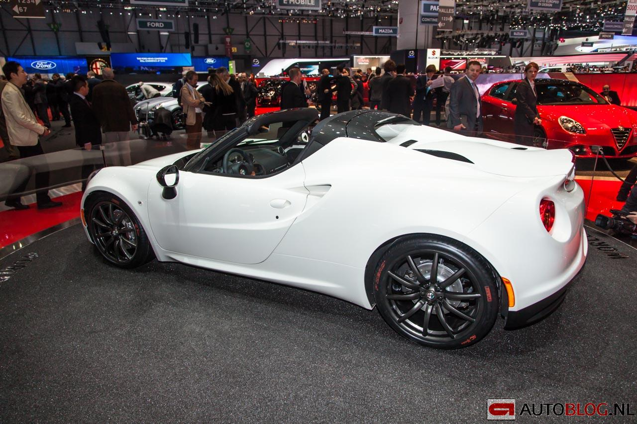 2014 Alfa Romeo 4C Spider Concept photo - 2