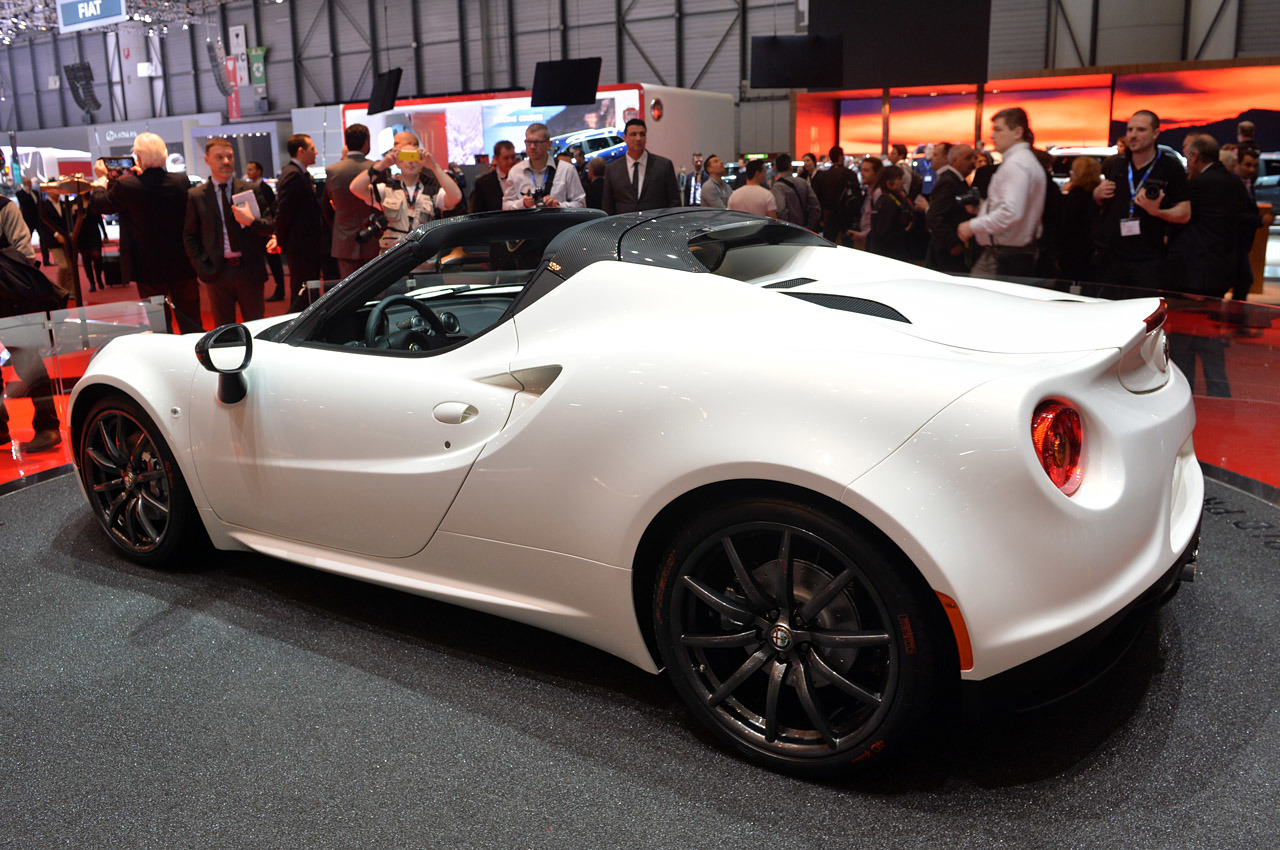 2014 Alfa Romeo 4C Spider Concept photo - 3