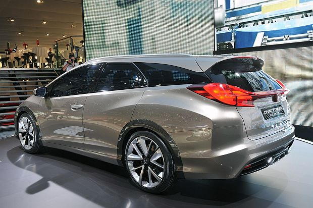 2014 Honda Civic Tourer photo - 1