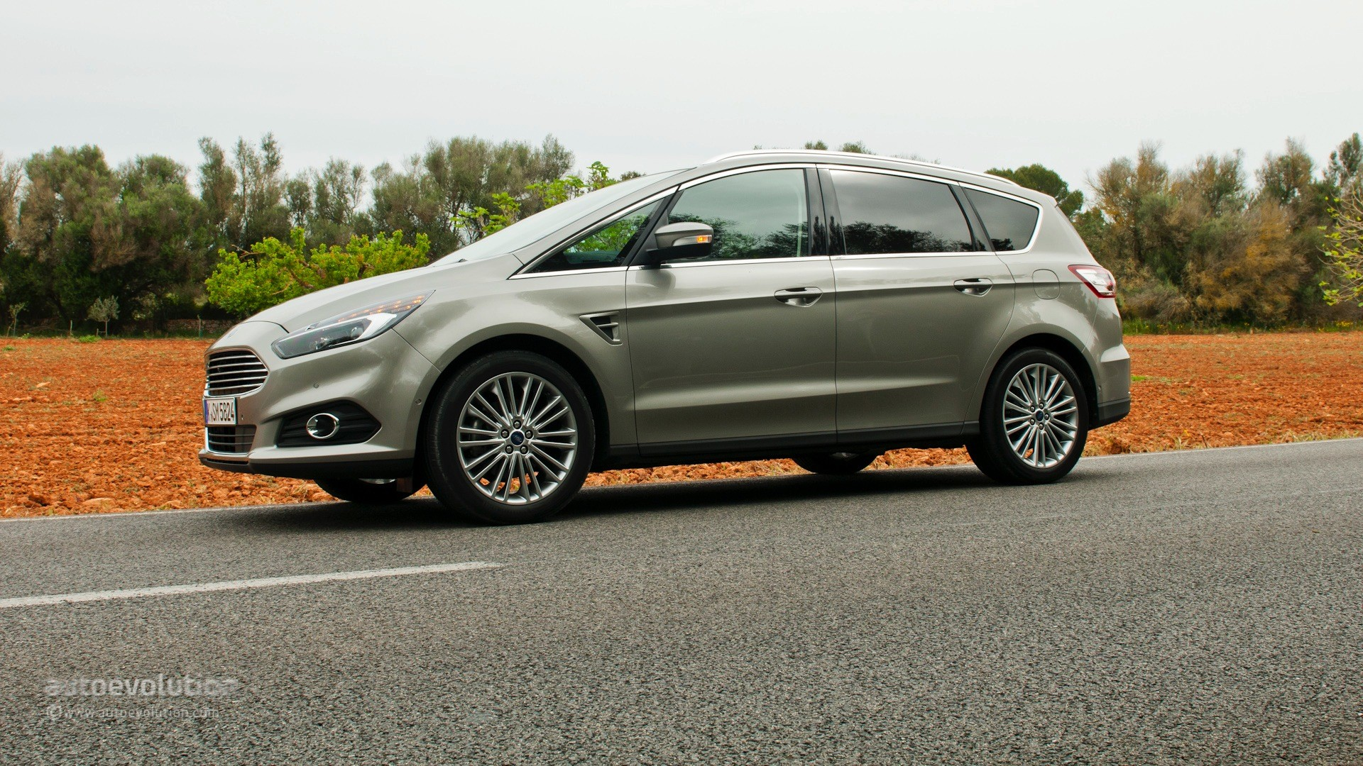 2015 Ford S MAX photo - 1