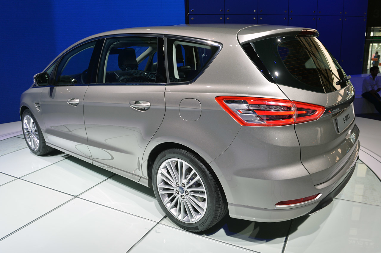 2015 Ford S MAX photo - 3