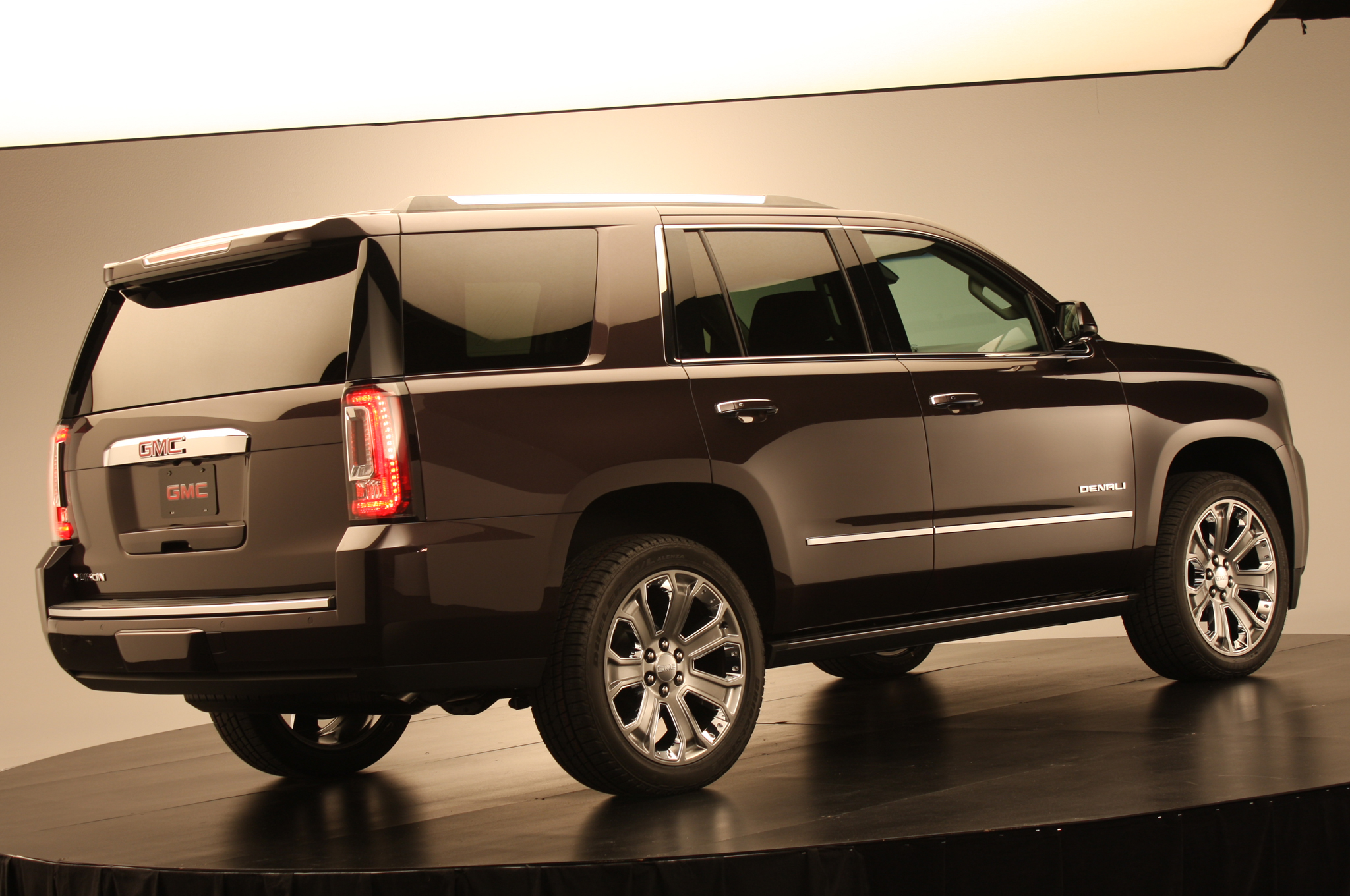 2015 GMC Yukon Denali photo - 3