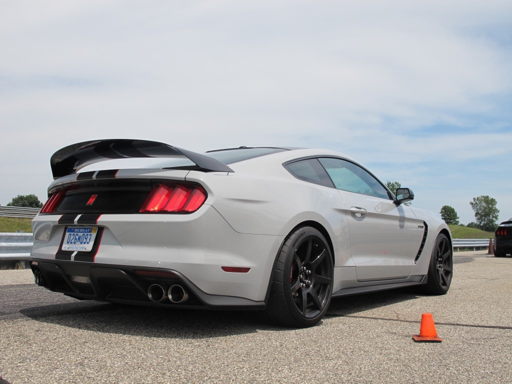 2016 Ford mustang photo - 1