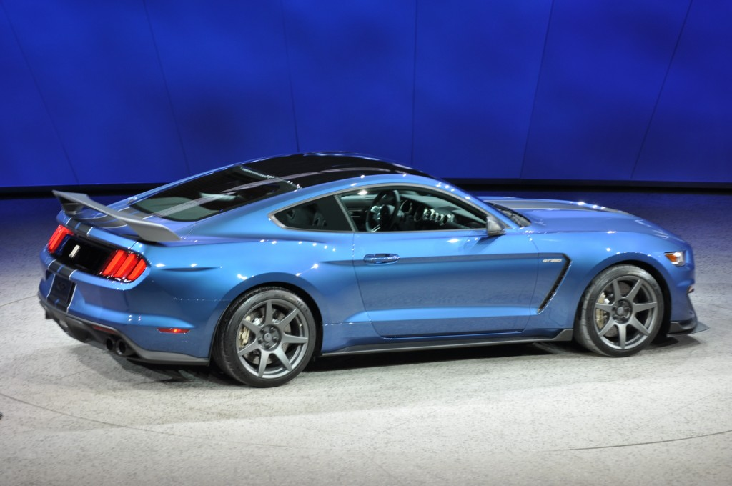 2016 Ford Mustang Shelby GT350R photo - 3