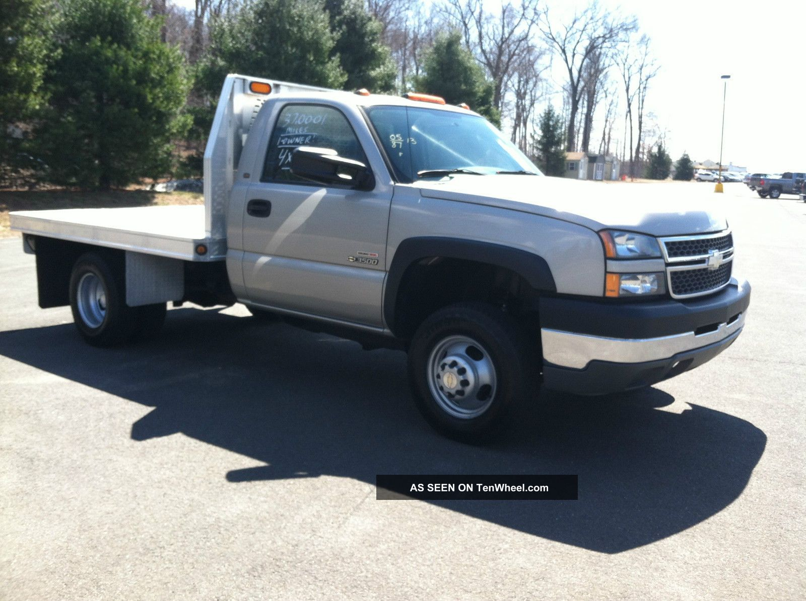 2016 Gmc flatbed photo - 1