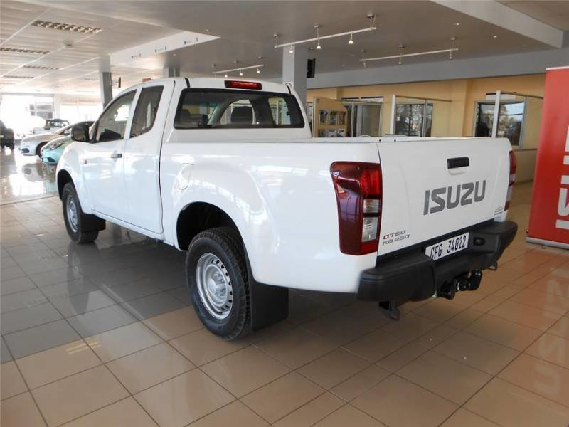 2016 Isuzu kb photo - 2