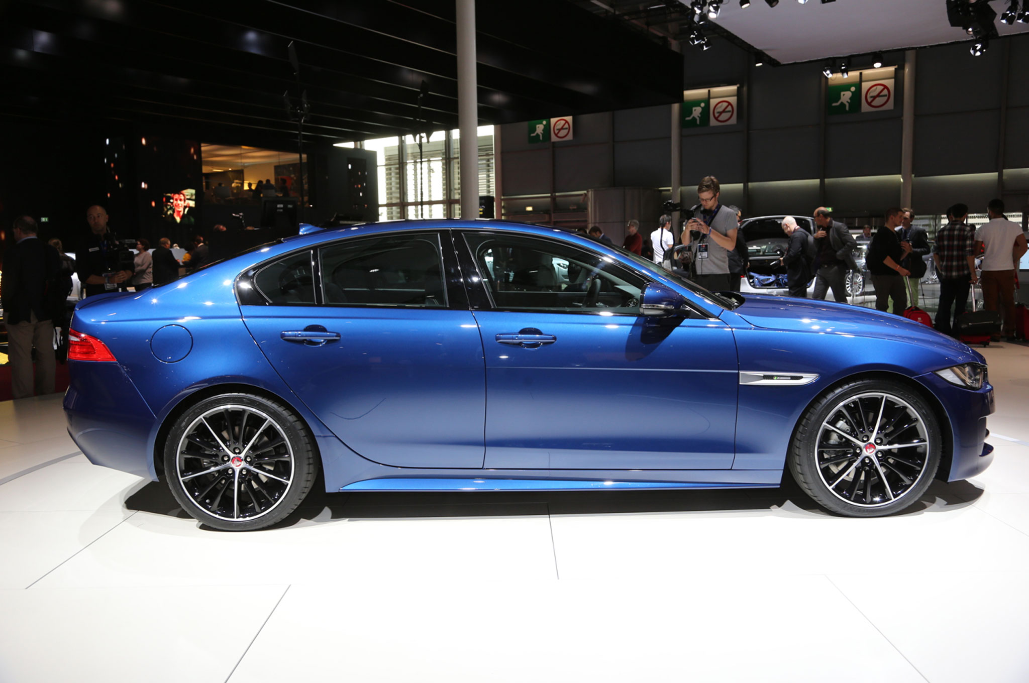 2016 Jaguar XE photo - 3