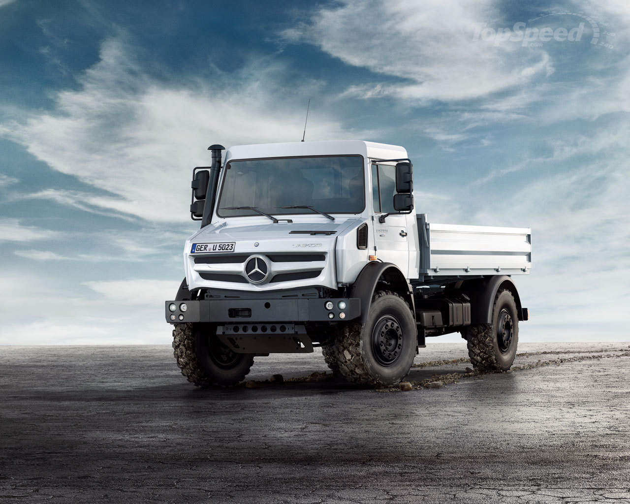 2016 mercedes benz unimog car photos catalog 2018 for Mercedes benz unimog