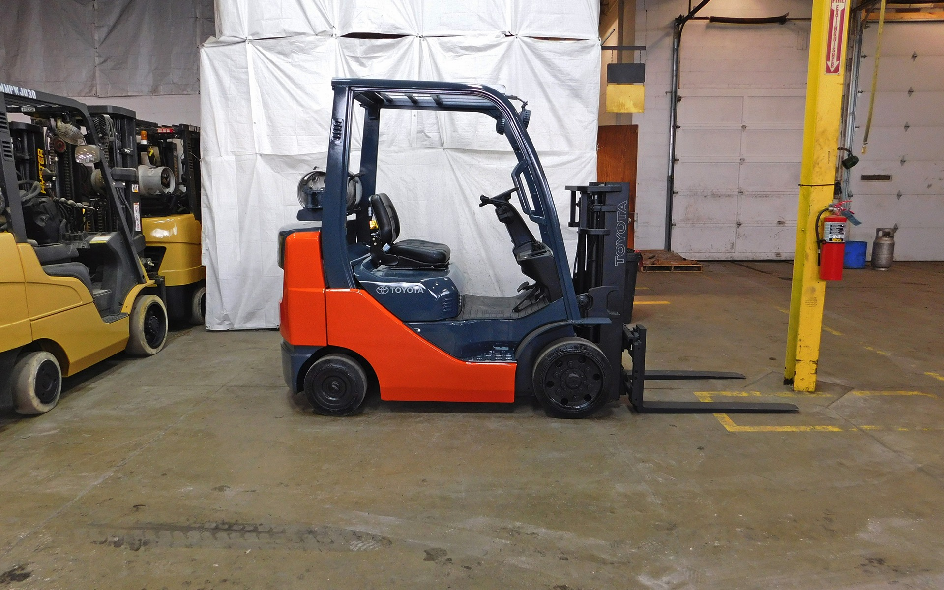 2016 Toyota forklift photo - 2