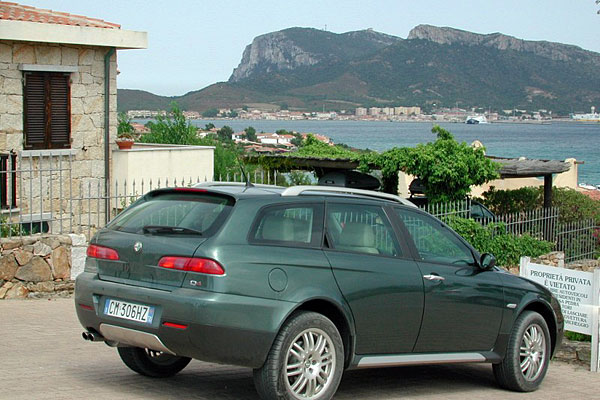 2017 Alfa Romeo 156 Crosswagon Q4 photo - 4
