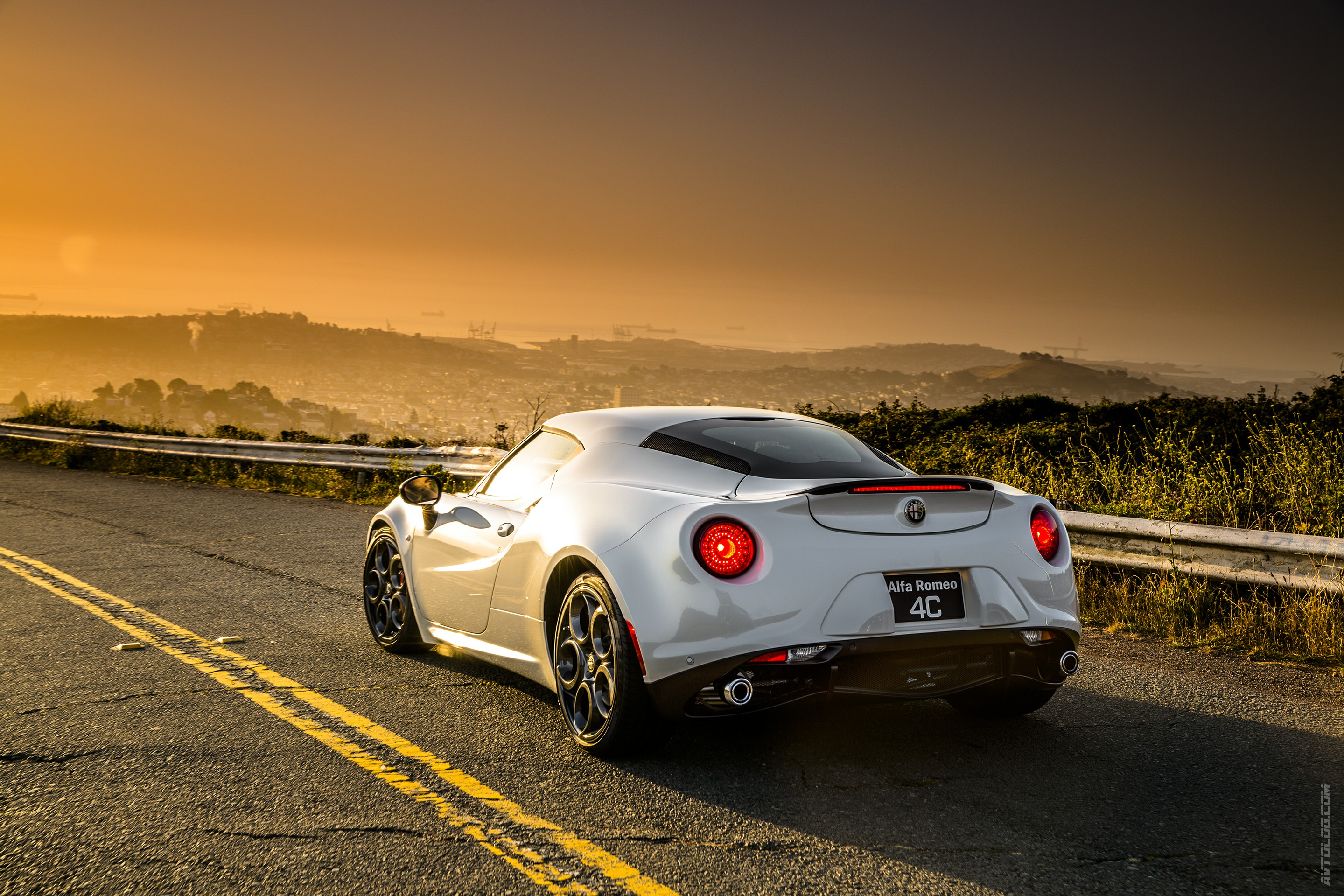 2017 Alfa Romeo 4C Coupe US Version photo - 3