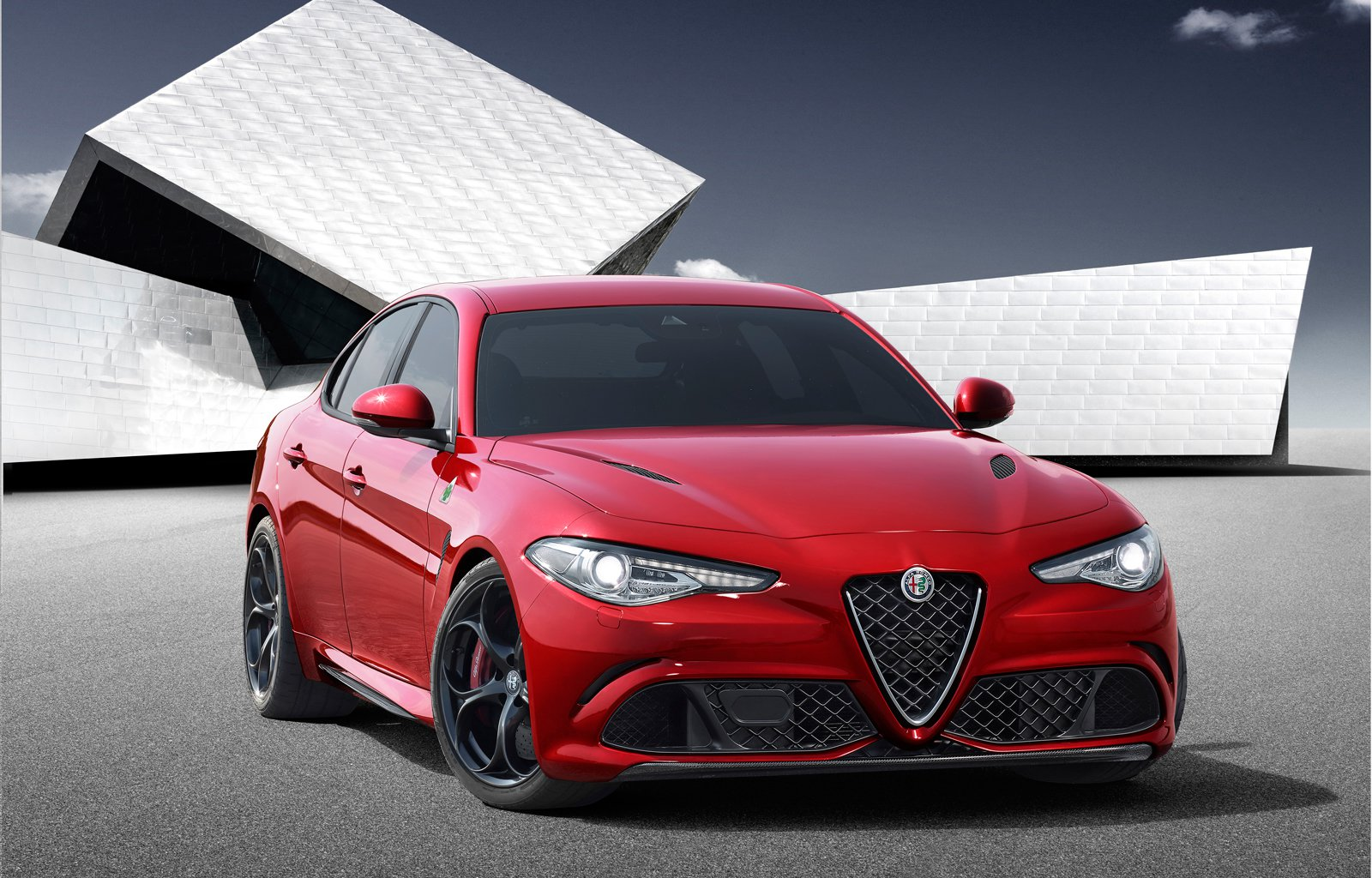 2017 Alfa Romeo Giulia Berlina photo - 1