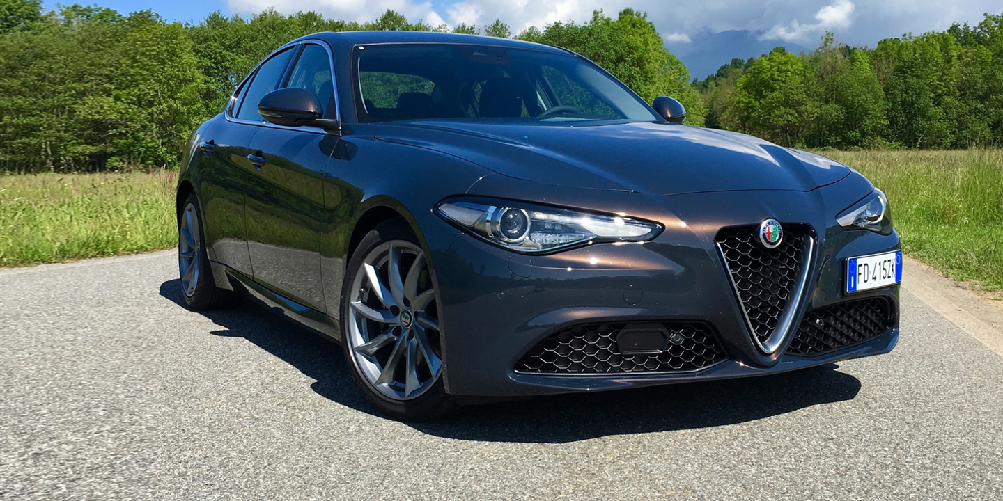 2017 Alfa Romeo Giulia Berlina photo - 2