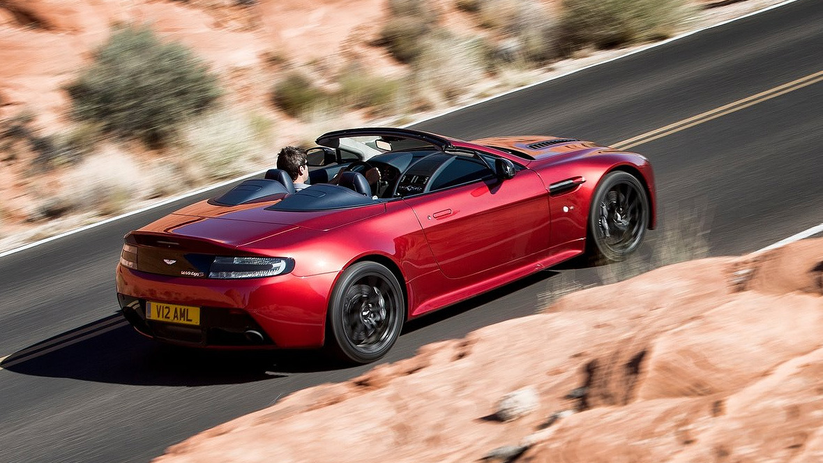 2017 Aston Martin V12 Vantage Roadster photo - 4