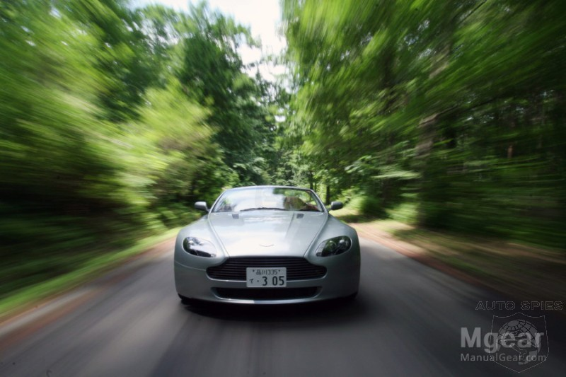 2017 Aston Martin V8 Vantage Roadster photo - 4