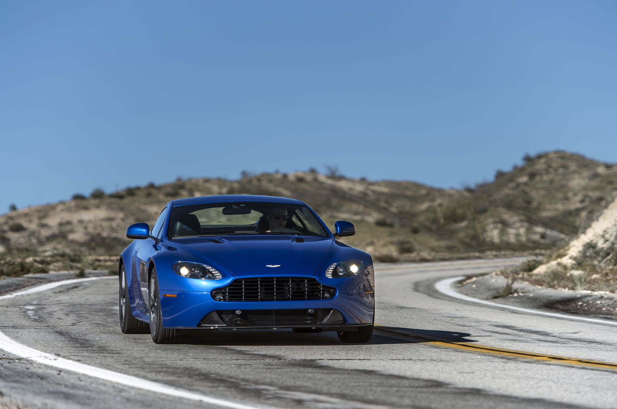 2017 Aston Martin V8 Vantage Volante photo - 3