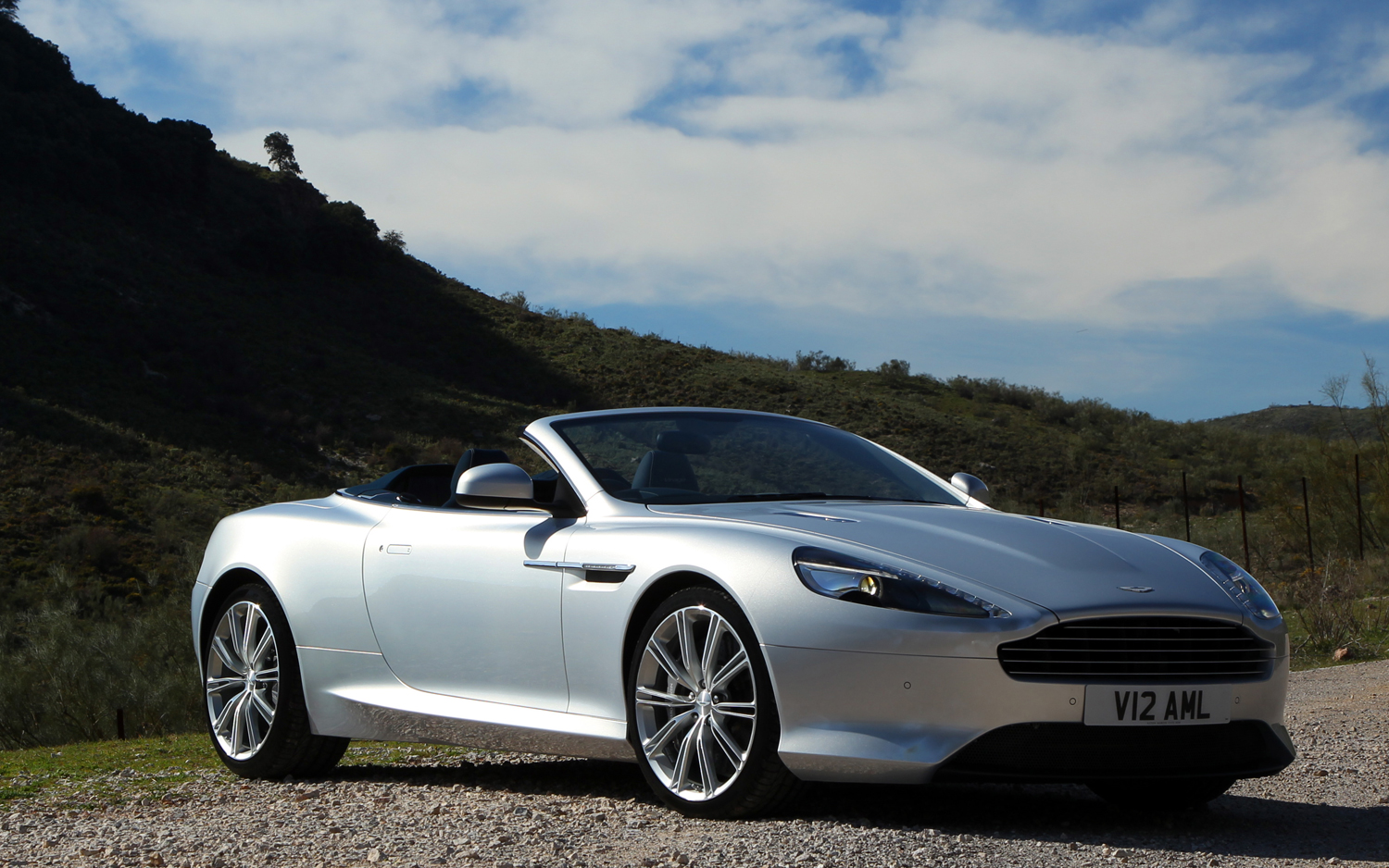 2017 Aston Martin Virage photo - 1