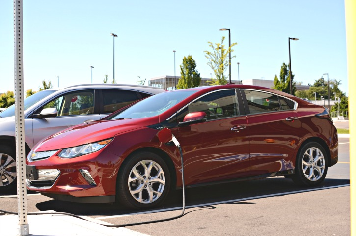 2017 Chevrolet Volt photo - 1