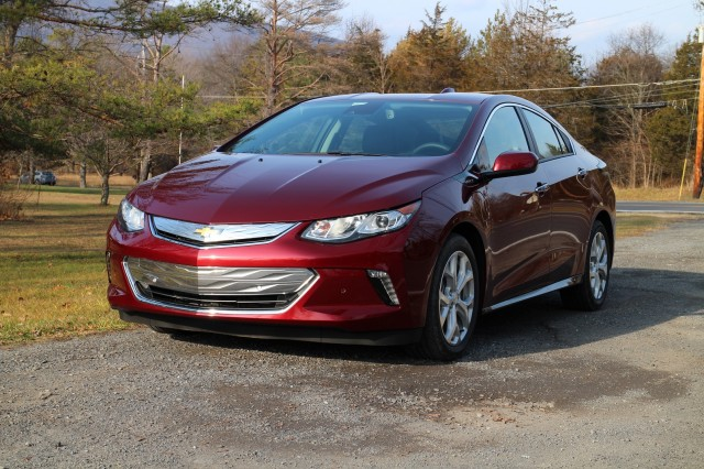 2017 Chevrolet Volt photo - 2
