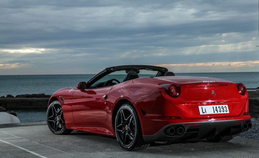 2017 Ferrari California T photo - 2