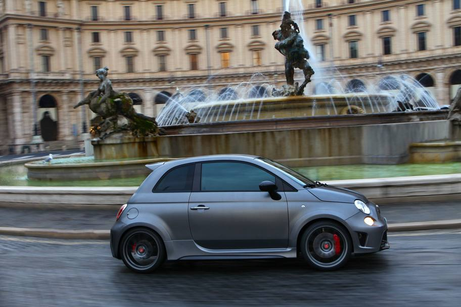 2017 Fiat 695 Abarth Biposto photo - 2