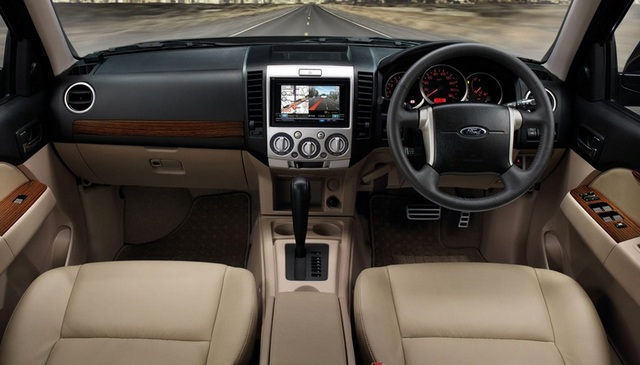 2017 Ford Everest photo - 3