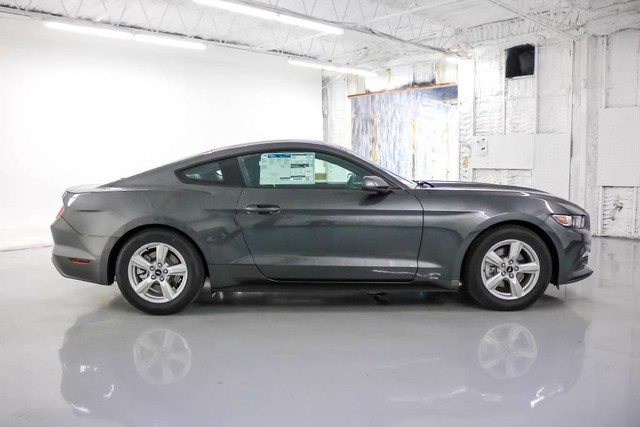 2017 Ford Mustang V6 photo - 3
