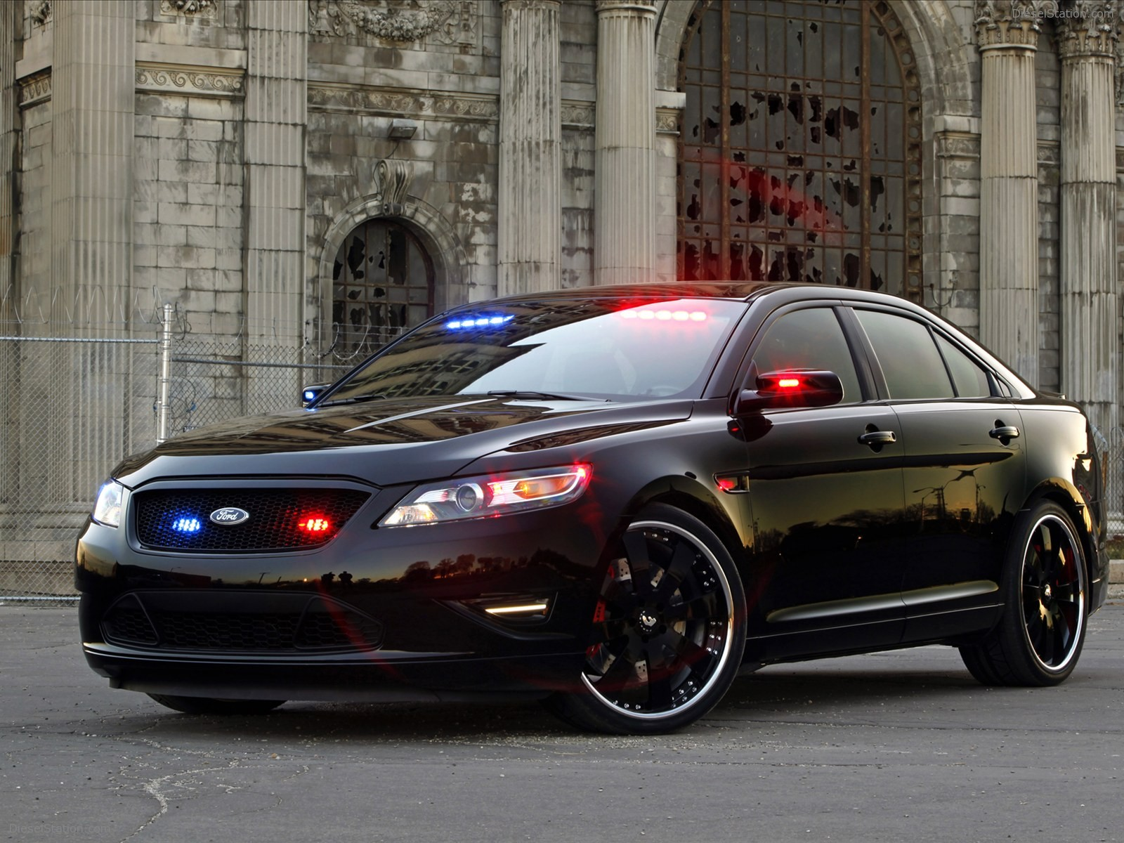 2017 Ford Stealth Police Interceptor Concept photo - 3