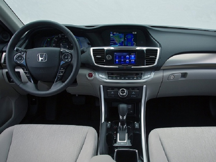 2017 Honda Accord Sedan 2.0E European Version photo - 3