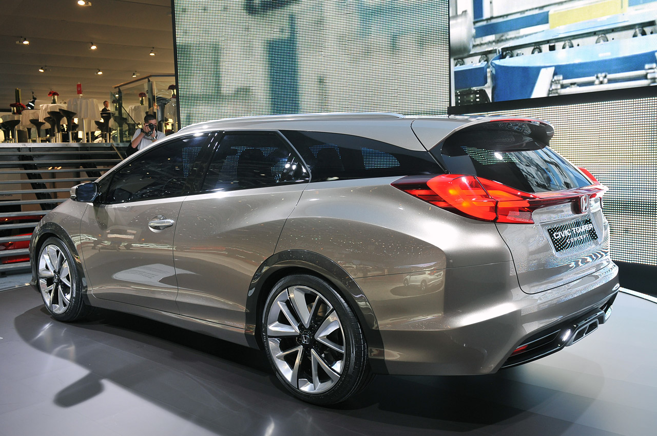 2017 Honda Civic Tourer Concept photo - 1