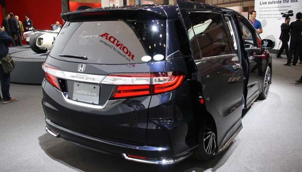 2017 Honda Odyssey Absolute Japanese Version photo - 4