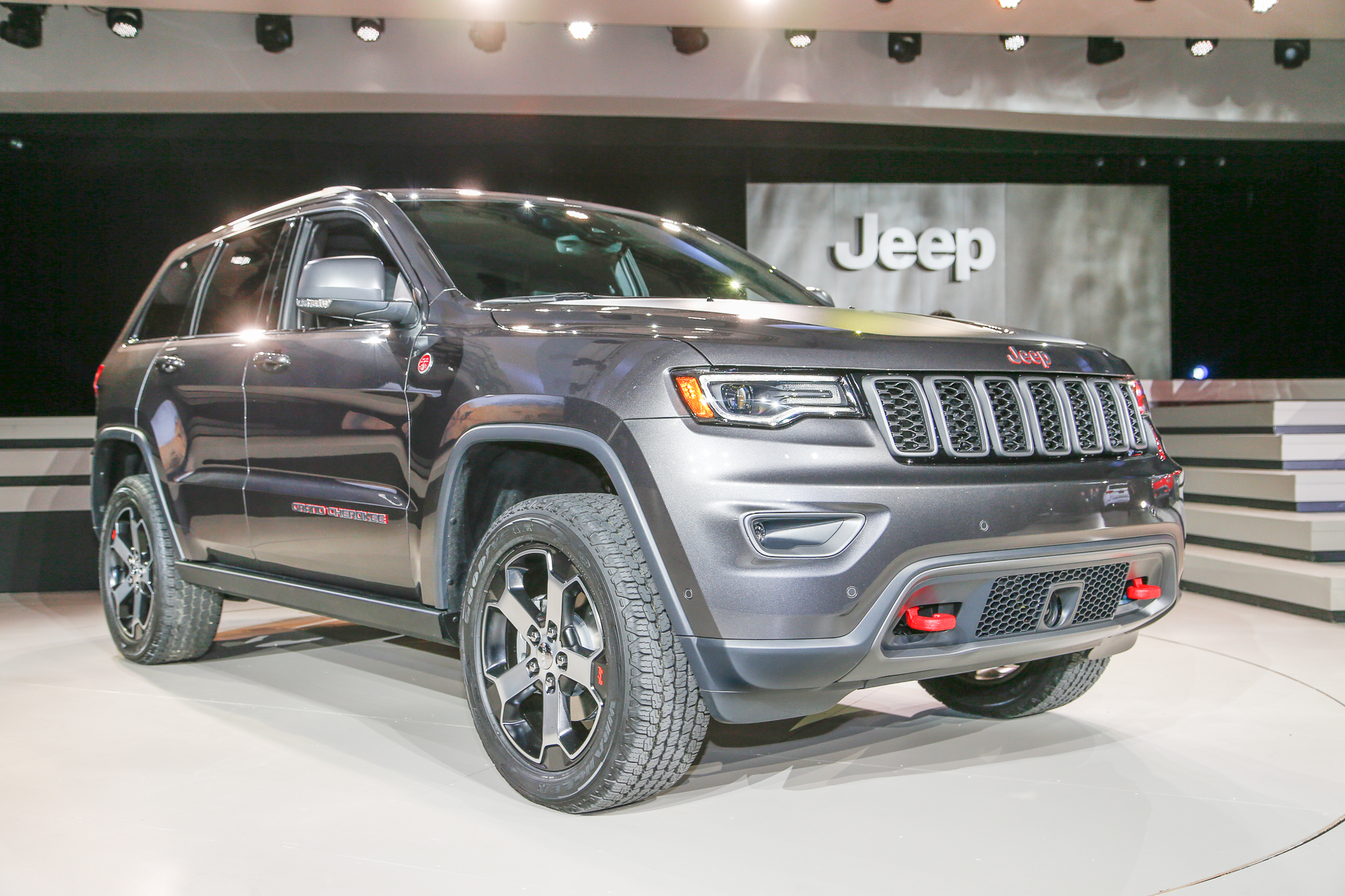 2017 Jeep Cherokee Renegade photo - 2