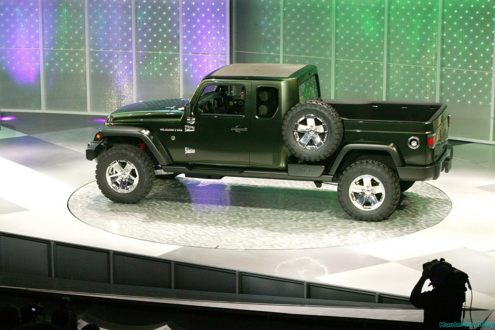 2017 Jeep Gladiator Concept photo - 3