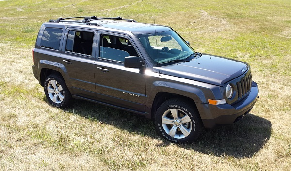 2017 Jeep Patriot EV photo - 3
