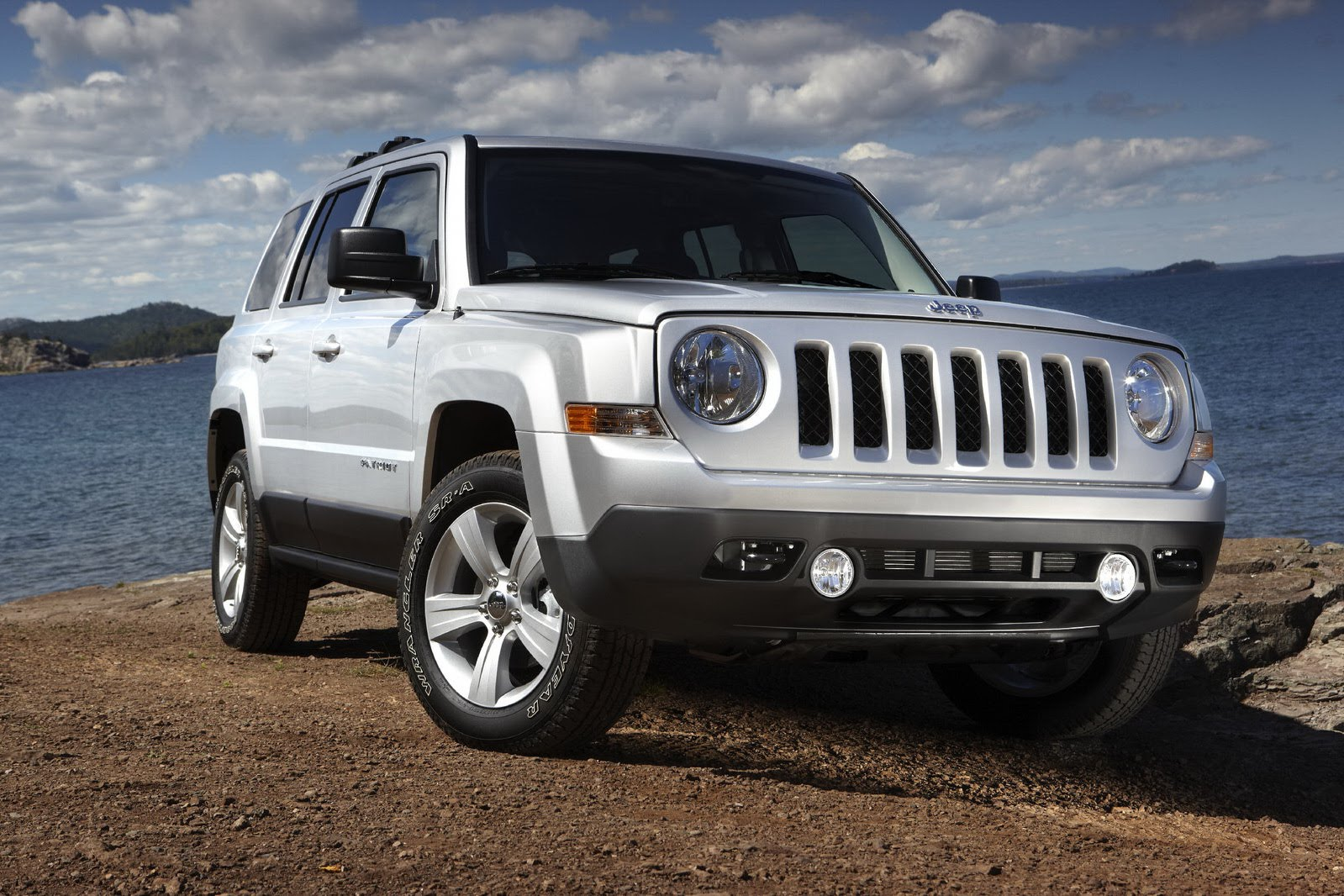 2017 Jeep Patriot EV photo - 4