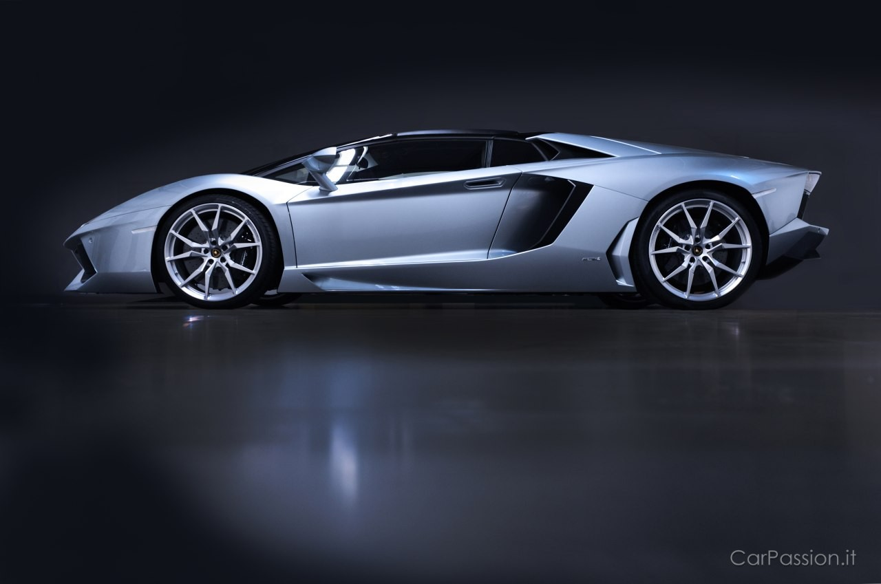 2017 Lamborghini Aventador LP700 4 Roadster photo - 1