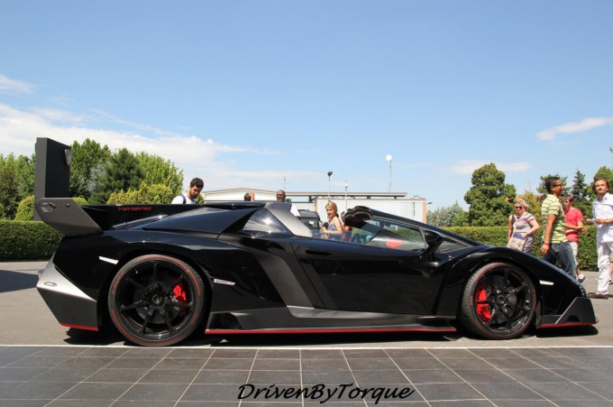 2017 Lamborghini Veneno Roadster photo - 1