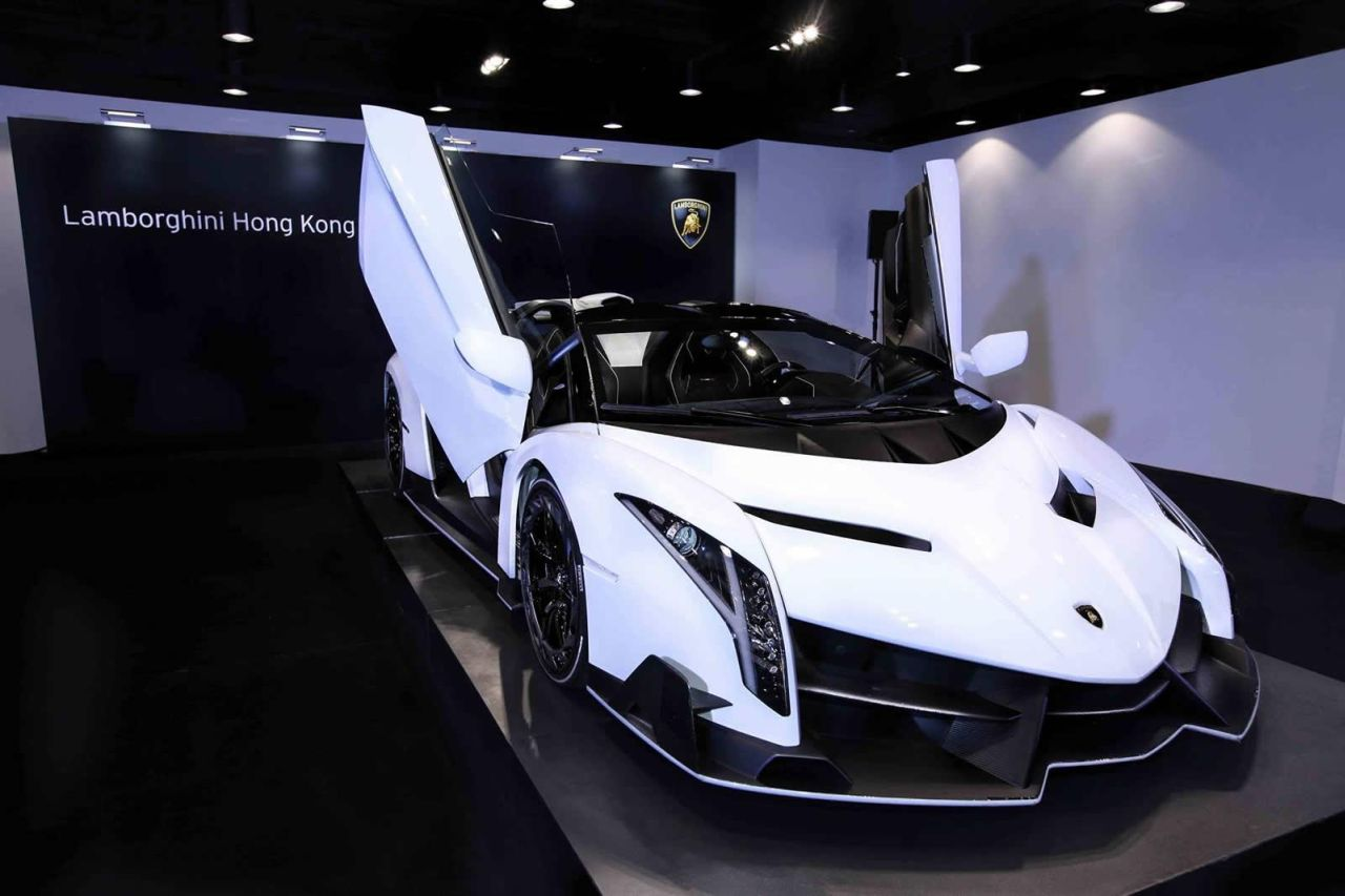 2017 Lamborghini Veneno Roadster photo - 2