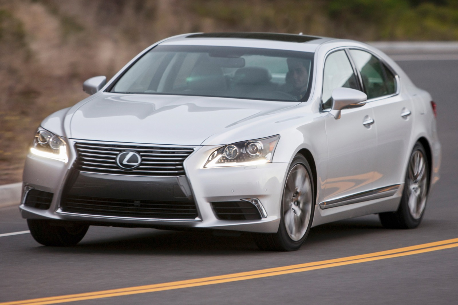 2017 Lexus LS460 AWD photo - 3
