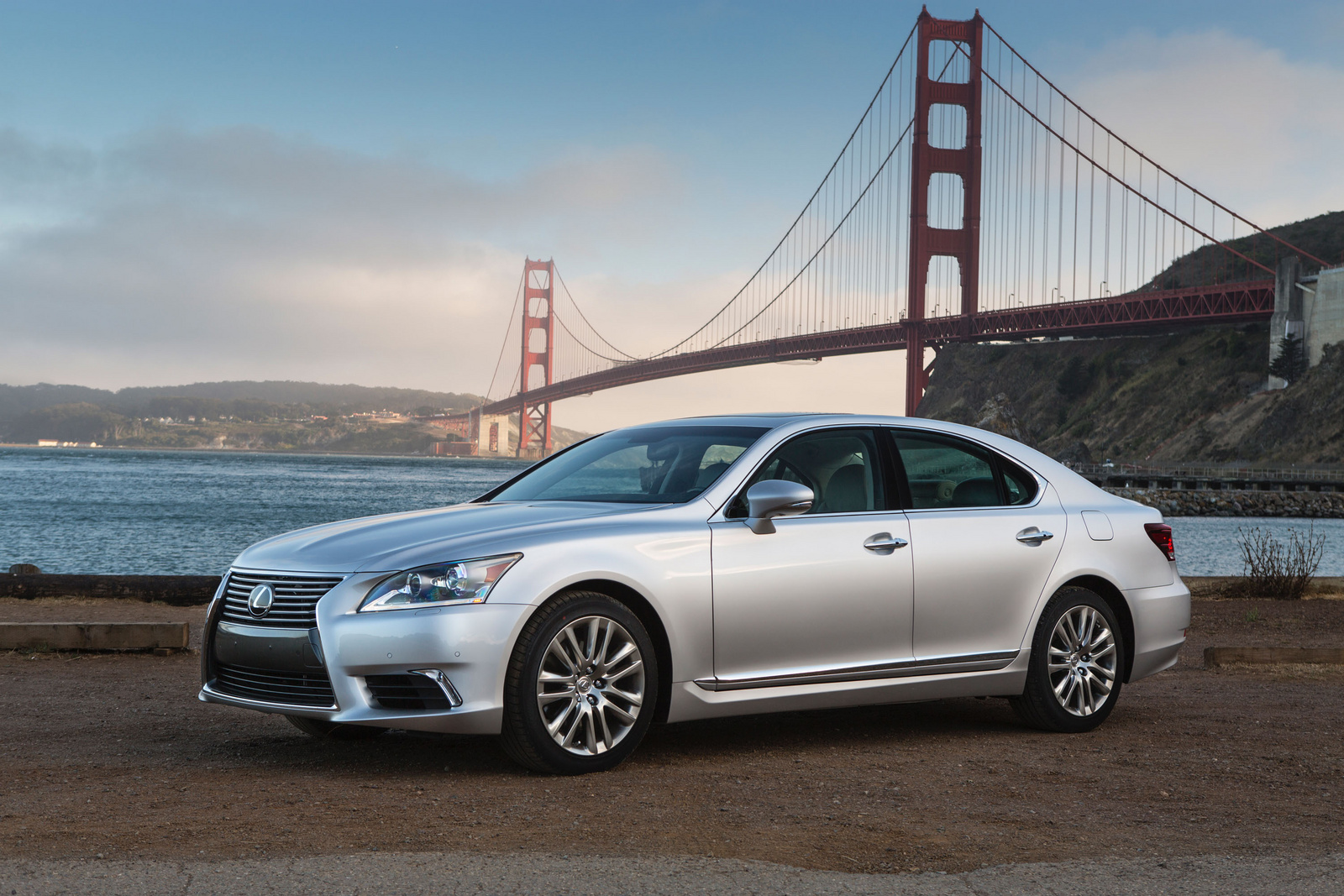 2017 Lexus LS460 AWD photo - 4