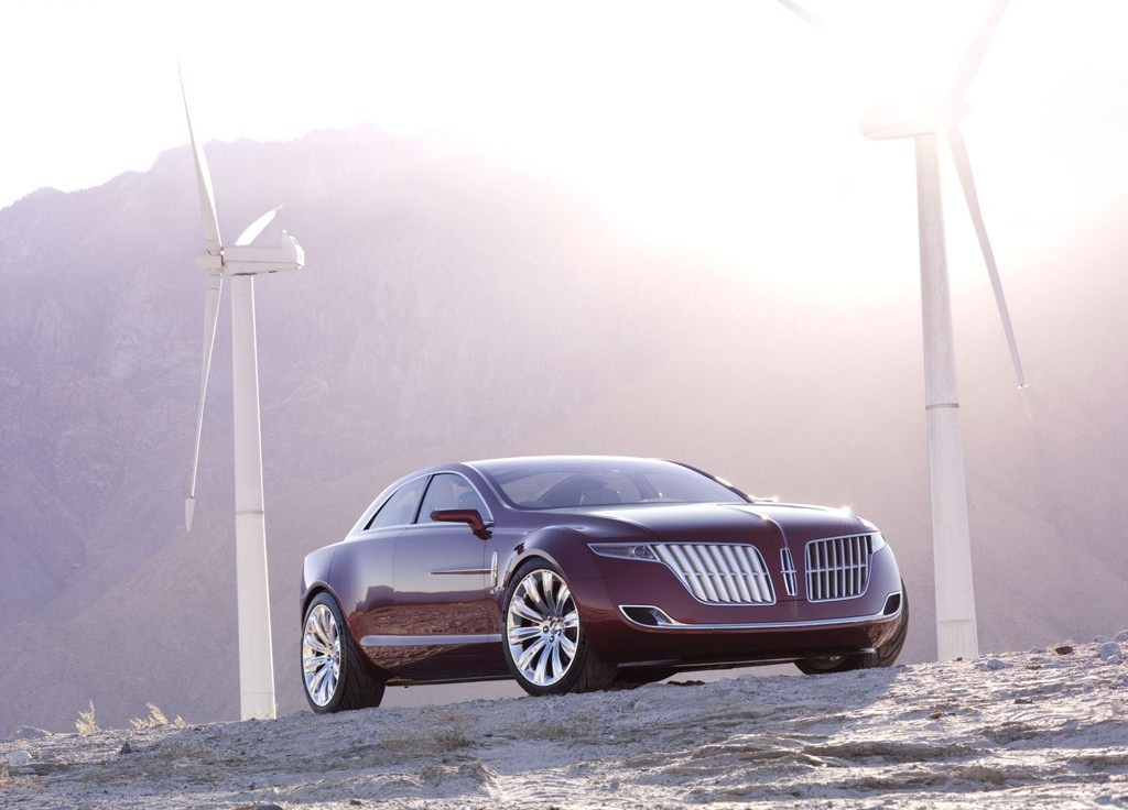 2017 Lincoln MKR Concept photo - 1