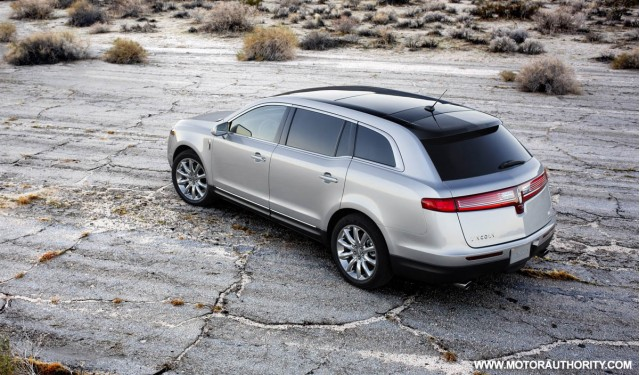 2017 Lincoln MKT photo - 2