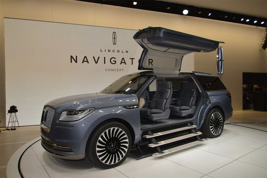 2017 Lincoln Navigator photo - 3