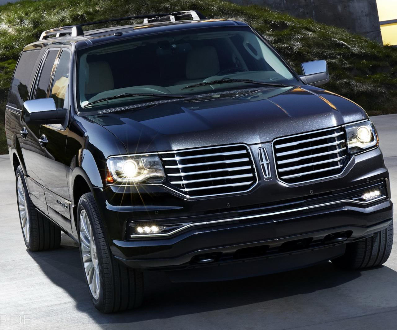 2017 Lincoln Navigator photo - 4