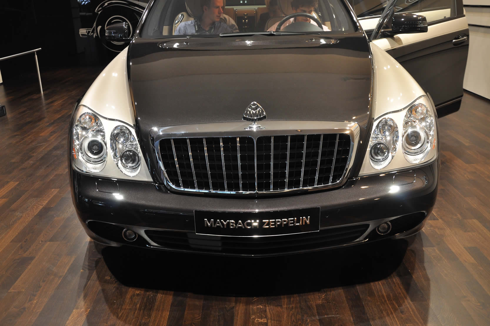 2017 Maybach Zeppelin photo - 2
