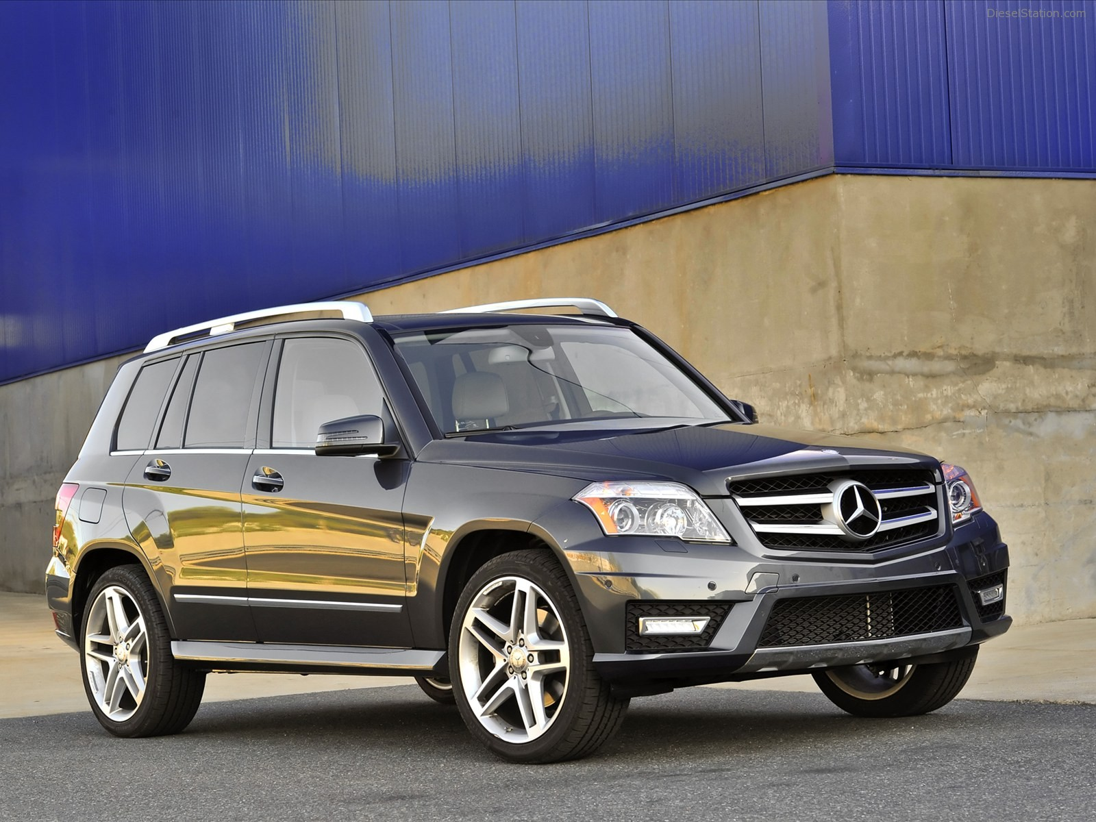 2017 mercedes benz glk350 4matic car photos catalog 2018 for Mercedes benz glk amg