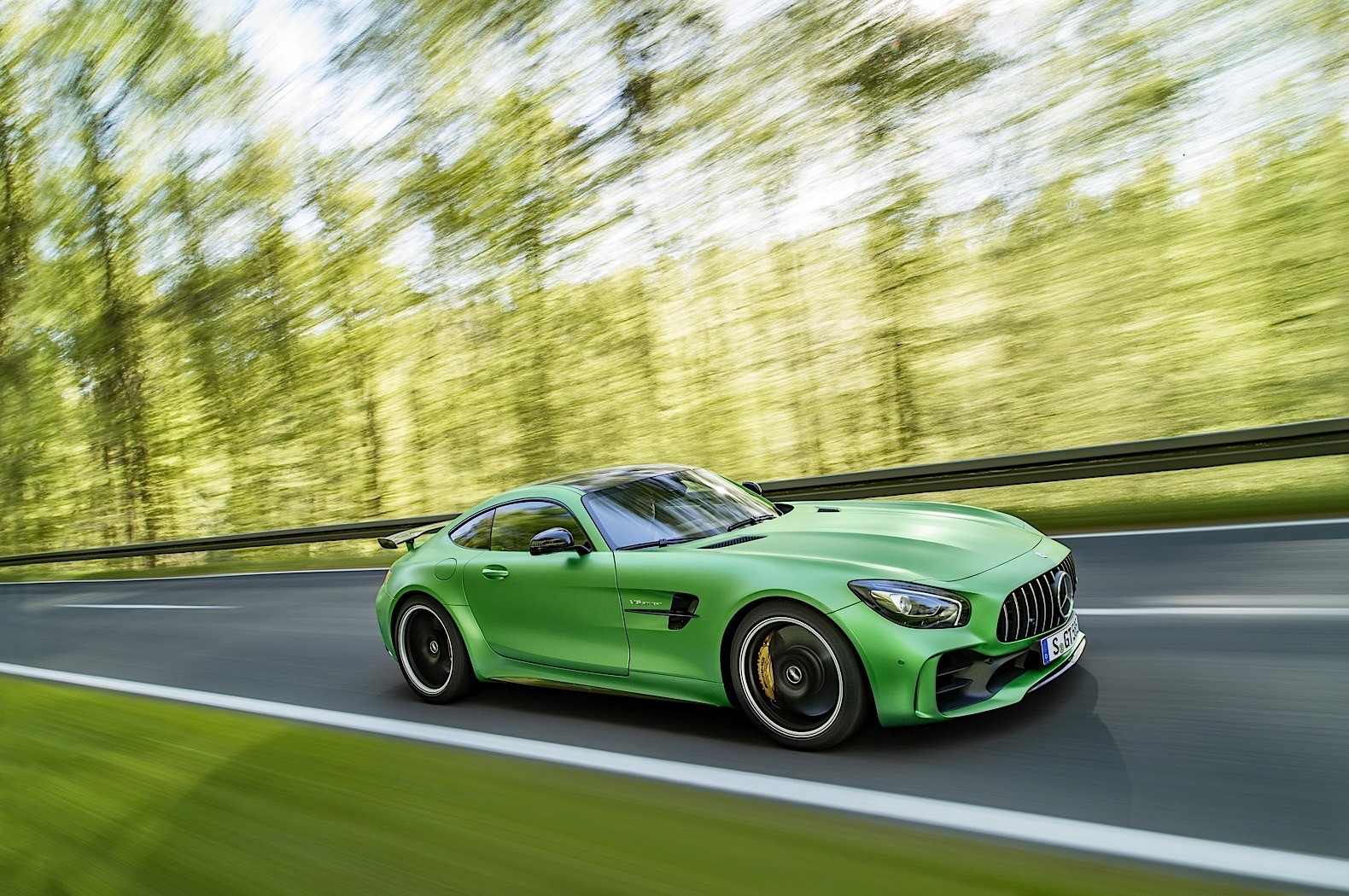 2017 Mercedes Benz R Class AMG Styling photo - 4