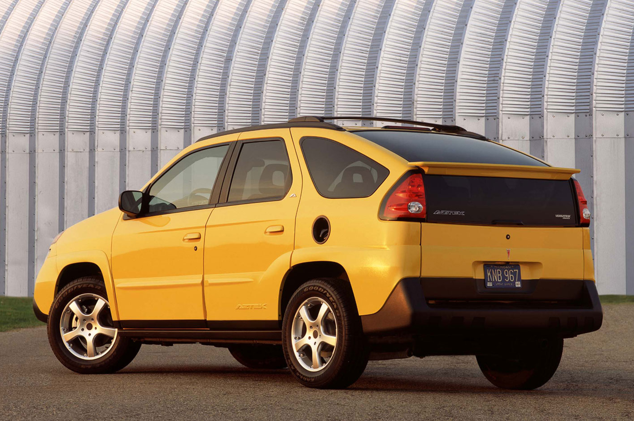 2017 Pontiac Aztek photo - 2