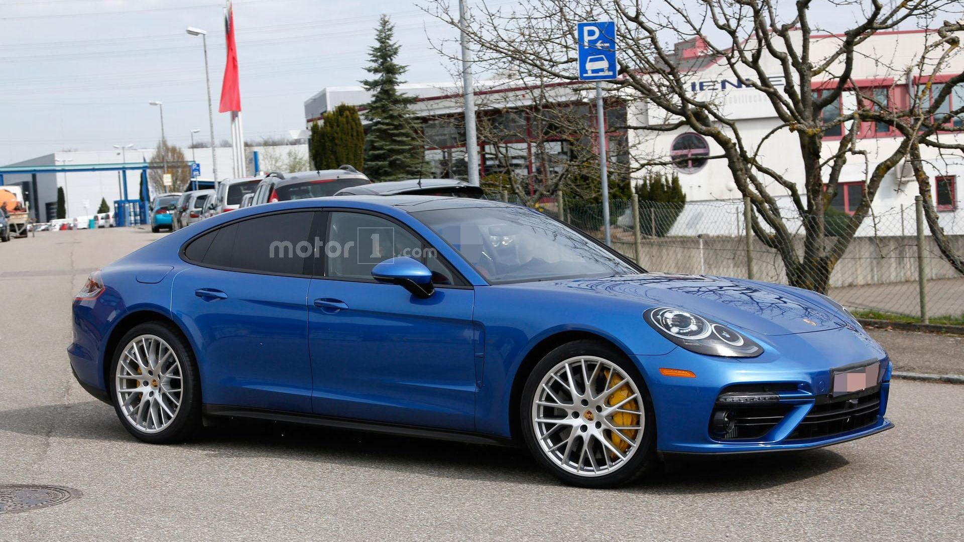 2017 Porsche Panamera Turbo S photo - 2