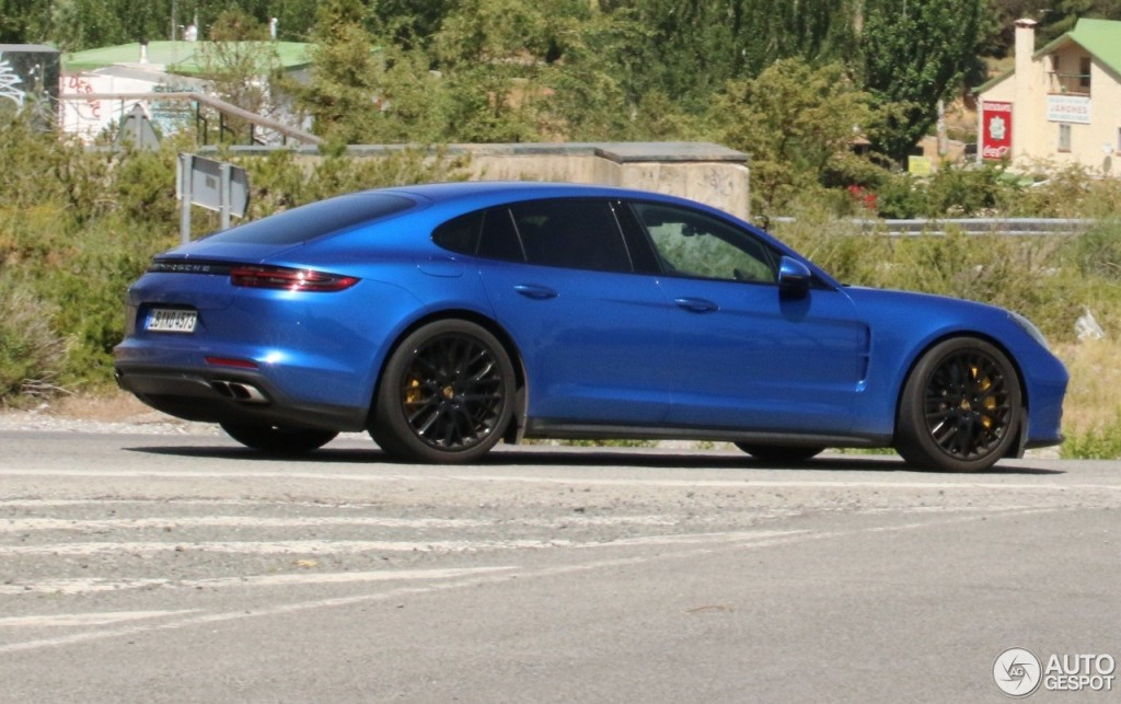 2017 Porsche Panamera Turbo S photo - 4